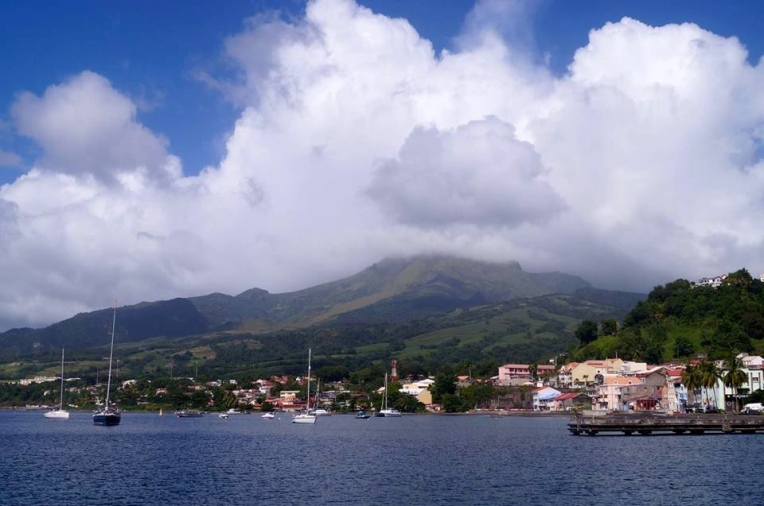 Mont Pelée -tulivuoren huippu ei näyttäynyt meille pilvien keskeltä koko kaupungissaoloaikanamme.