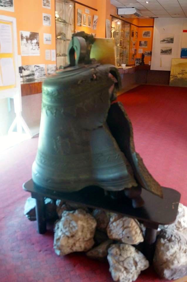 Katastrofin museoon oli kerätty esineitä mm. rautanauloja ja posliinia, jotka olivat sulaneet möykyiksi.