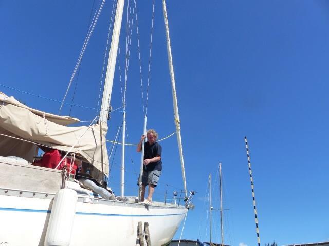 Veneeseen kulku oli hankalaa, mutta työkaluja piti hakea.
