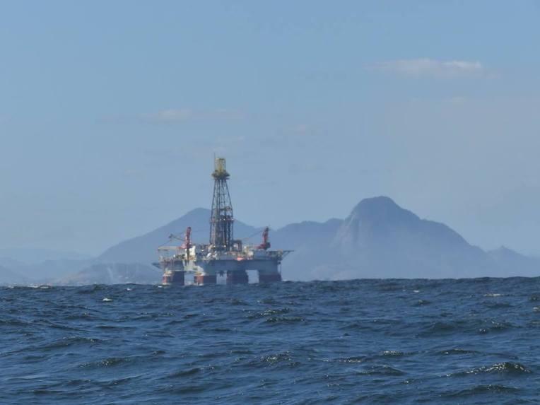 Rion lahden suulla oleva öljynporauslautta