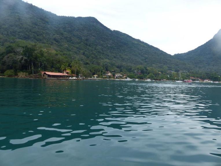 Näkymä veneestä Ilha Granden rantaan