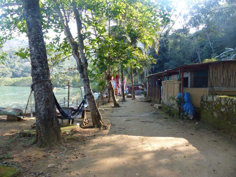 Rannalla pääkadun varressa kalastajat asuivat