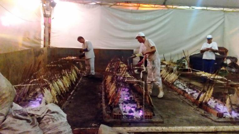 Kalan grillaajat työssään