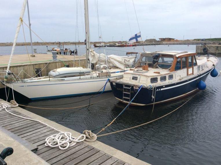 Kaksi suomalaiskaunotarta Cara Mia ja Suomessa valmistettu Nauticat 44, joka Rio Platan lahdella myrskyssä menetti mastonsa.